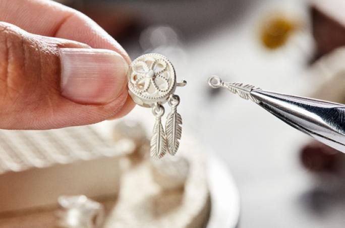 Pandora verwendet ab 2025 ausschließlich recyceltes Silber und Gold