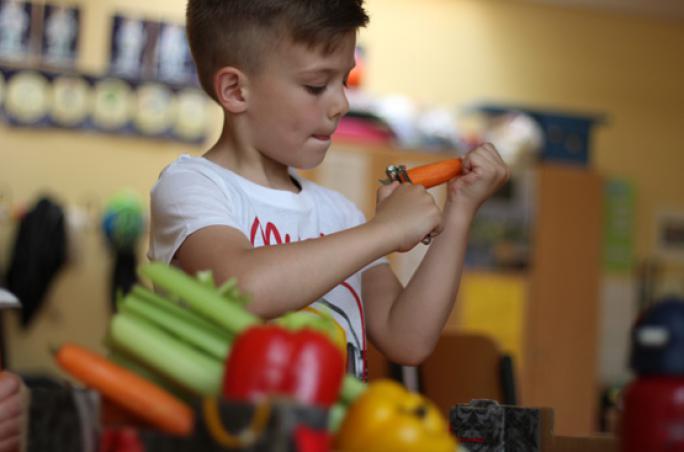 Lloyd engagiert sich für 'Gartenkinder'