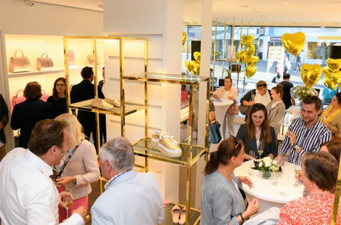 Aigner feiert Re-Opening in Bonn