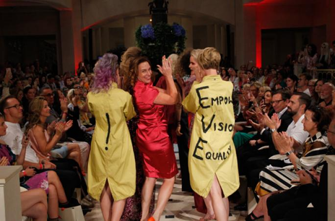 Anja Gockel präsentiert Fashion Show im Adlon Berlin