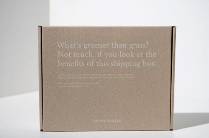 Armedangels: Nachhaltige Versandbox aus Graspapier
