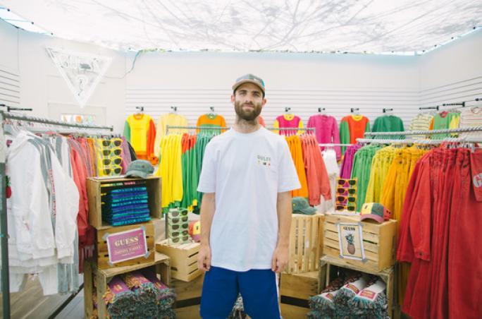 Guess präsentiert wandelnden Pop-up-Store