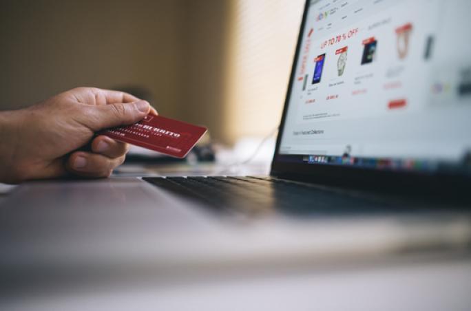 HDE Online Monitor 2019: Generation 60 plus kauft mehr online