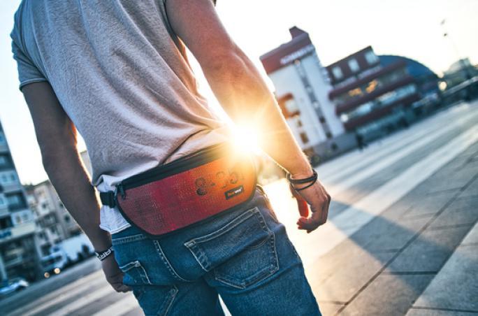 Feuerwear: Gürteltasche mit Upcycling-Effekt