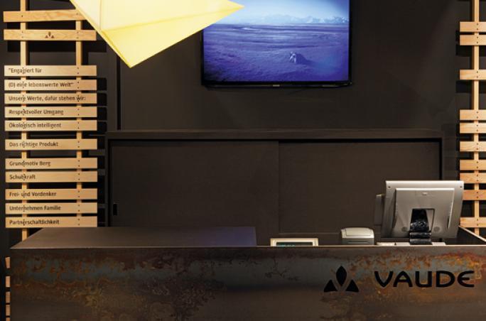 Vaude bietet Sammelboxen für Kleiderspenden
