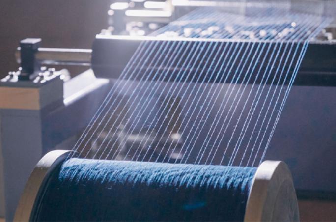 Wrangler verwenden Dry Indigo® Denim
