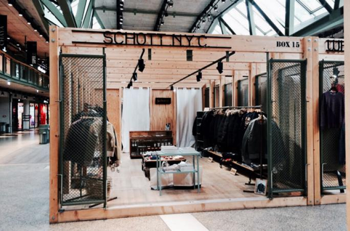Schott NYC mit Box in Bikini Berlin