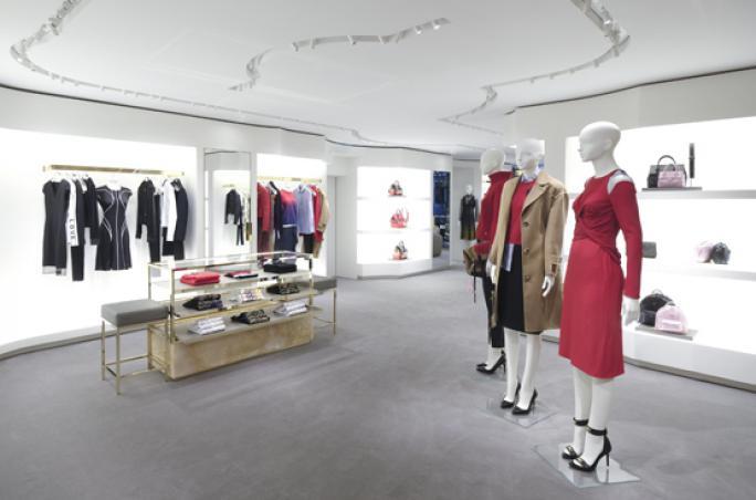 Versace eröffnet wieder in Frankfurt