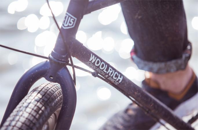Woolrich präsentiert neues E-Bike 'Deus'